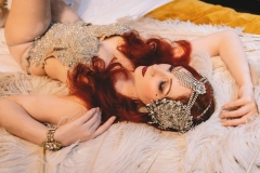 Vintage-burlesque-performer-for-hire
