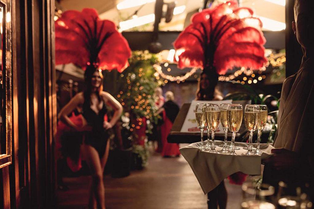 Las Vegas Themed Weddings Vegas Show Girls Show Girls For Hire Uk